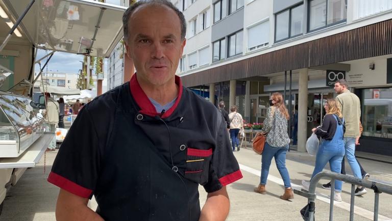 Marcel, trippier sur le marché de Mourenx