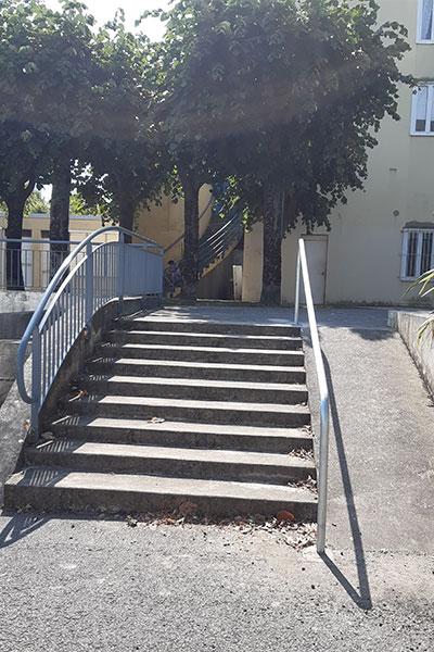 Ajout d'une rampe pour les personnes en fauteuil roulant